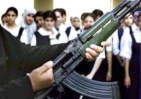 Instruction aux armes, école en Irak, 12.9.02