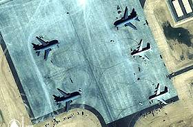 Base d'Al Udeid, janvier 2002 (image Space Imaging)